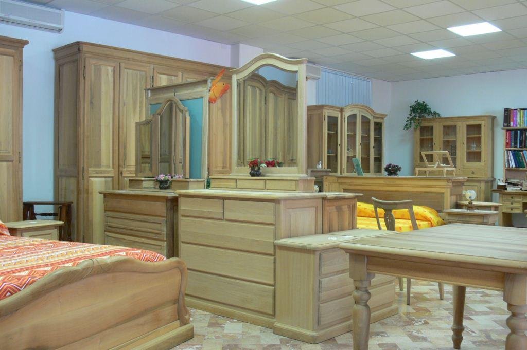 Squeri mobili in vero massello dal 1959 - Mobili esposizione ...